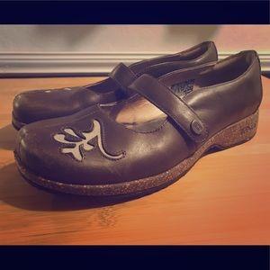 SOLD TEVA 6032 Ventura Leather Mary Janes Sz 7